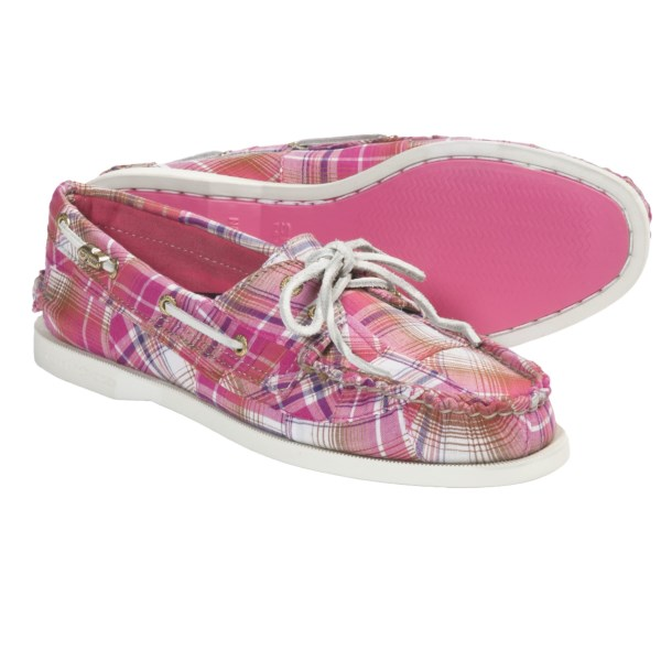 CLOSEOUTS . Your passion for the sea gets a fanciful makeover  in Sperry's Cloud Logo Authentic Original 2-eye boat shoes. Sky-high style meets functionality in a patchwork-inspired upper with 360-degree lacing and a grippy outsole with Wave-Siping for wet-surface traction. Available Colors: PINK PATCHWORK MADRAS. Sizes: 5, 5.5, 6, 6.5, 7, 7.5, 8, 8.5, 9, 9.5, 10, 11, 12.