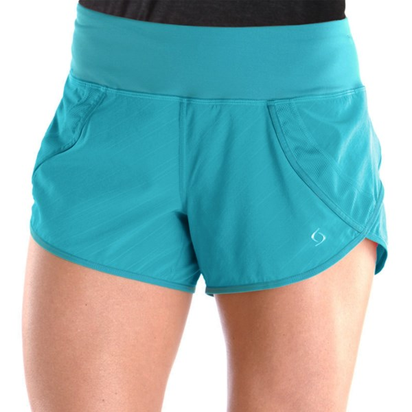 CLOSEOUTS . From 5Ks to 50-milers, Moving Comfort's Momentum running shorts keep you headed towards the finish line thanks to their quick-drying, moisture-wicking fabric, comfortable brief liner and rear zip stash pocket. Available Colors: GRAPE SODA, BAHAMA BLUE, EBONY/SUNSET, BLACK, BERRY, BLACK/WHITE URBAN STRIPE, BLIZZARD, SHIMMER, FIESTA LUCKY STRIPE, OCEAN LUCKY STRIPE, TWILIGHT LUCKY STRIPE, BLACK LUCKY STRIPE, COVE LUCKY STRIPE, EBONY LUCKY STRIPE, LUXE LUCKY STRIPE, COSMIC, EBONY/FLASH, FLAME, CRIMSON, CRUSH, GEM. Sizes: XS, S, M, L, XL, 1X, 2X.