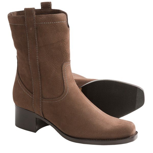 CLOSEOUTS . Women who embrace rugged, Out-West aesthetics will love La Canadienneand#39;s Ciara boots -- for their equestrian undertones, their amazingly cushioned footbed, and their ability to slough off weather on horseback or city streets. Available Colors: BROWN NUBUCK. Sizes: 6, 6.5, 7, 7.5, 8, 8.5, 9, 9.5, 10.