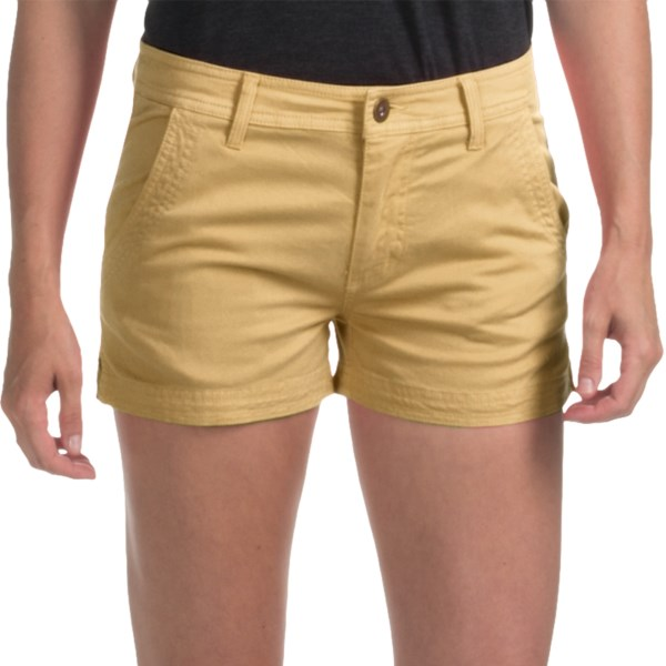 CLOSEOUTS . With their high-density twill weave, a touch of stretch and a brushed finish, Gramicciand#39;s Kona shorts offer a touchable softness from the first day of summer to end-of-season party. Available Colors: BIRCH, GREEN CLAY, GOLD, JET STREAM WHITE, KELP GREEN, ROSE OF SHARON, STONE, VIOLET BLOOM. Sizes: 0, 2, 4, 6, 8, 10, 12, 14.