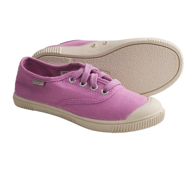 CLOSEOUTS . Keenand#39;s Maderas oxford shoes add spunk to your young oneand#39;s outfit. Soft canvas and a non-marking rubber outsole make these fun kicks a true winner. Available Colors: LILAC CHIFFON, NORSE BLUE, WHITE. Sizes: 1, 2, 3, 4, 5, 6.