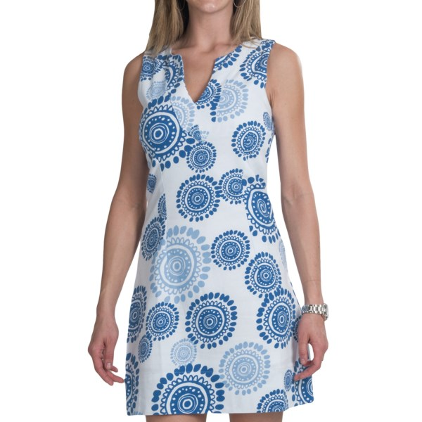 CLOSEOUTS . A funky, vibrant print adorns the softly woven stretch cotton of this Hatley shift dress, sporting a shapely fit, deep, sculpted V-neck and summery, sleeveless appeal. Available Colors: BLUE MANDELA. Sizes: S, M, XL, 4, 6, 8, 10.