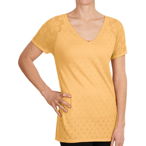 CLOSEOUTS . A sweet breath of spring in soft cotton-modal, August Silkand#39;s Daisy Jacquard shirt shows off a darling daisy design on each raglan sleeve. Available Colors: PARISIAN NAVY, CLEAR AQUA, PINK APRICOT, SOFT CORNSILK. Sizes: S, M, L, XL.