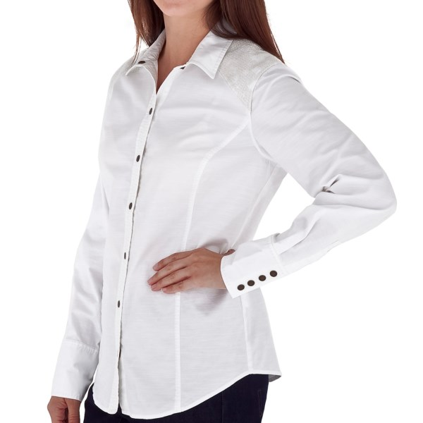 CLOSEOUTS . With pretty pick stitching on the placket, cross-stitch yoke accents and a soft, stretchy slub cotton, Royal Robbinsand#39; Prairie Cross-Stitch shirt provides a stylish silhouette with unique-yet-understated detailing. Available Colors: WHITE, DARK TEAL. Sizes: XS, S, M, L, XL.