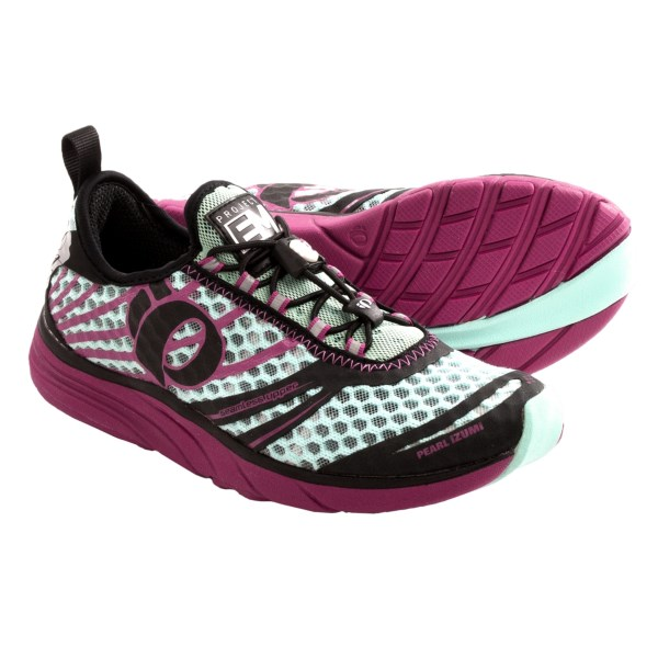 CLOSEOUTS . Created with development input from two-time Ironman Hawaii world champ Tim DeBoom, Pearl Izumiand#39;s EM Tri N2 running shoes supply exceptional support in a neutral, slip-on design for ultra-fast transitions. Available Colors: ELECTRIC PINK/LIME, SCUBA BLUE/SHADOW GREY, ARUBA BLUE/BERRY. Sizes: 8.5, 9, 9.5, 10, 7, 8, 7.5, 6.5, 10.5, 11, 6.