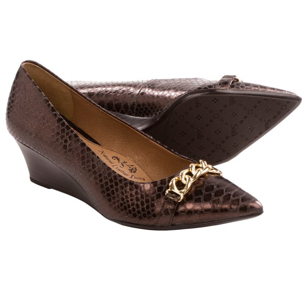 CLOSEOUTS . Chic and sleek, Sofftand#39;s Abbot shoes offer a timelessly classy appeal with their pointed toes, simple silhouette and stacked wedge heel. Available Colors: BLACK, FIRE SKY, COPPER ANACONDA PRINT, PEWTER ANACONDA PRINT. Sizes: 5, 5.5, 6, 6.5, 7, 7.5, 8, 8.5, 9, 9.5, 10, 11.