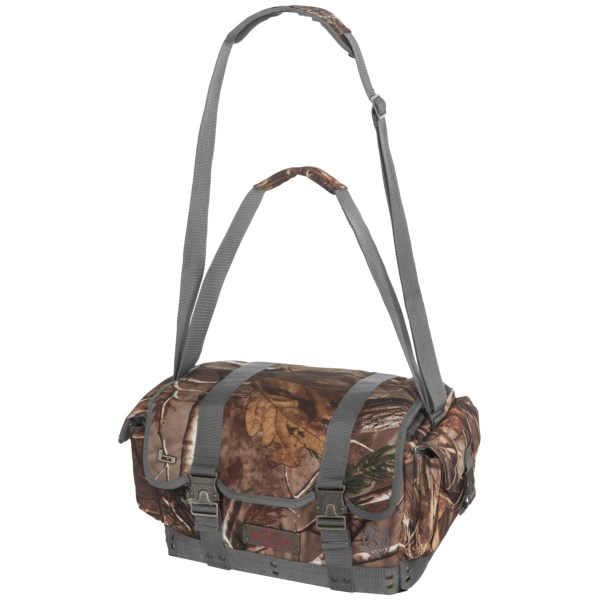 CLOSEOUTS . Comfortably haul your gear around in the Banded Hammer Floating blind bag. When the geese show up, you donand#39;t have time to safely unload your bag. With the Hammer, you can drop your bag and take your shot without worrying about your equipment. Available Colors: REALTREE MAX4, REALTREE AP, REALTREE XTRA.