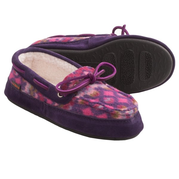 CLOSEOUTS . The Acorn Polar Camp moc slipper is an ideal way to move around the house in cozy comfort. Sherpa fleece lining cradles your feet, the memory-foam midsole cushions your step and the rubber traction outsole makes walking outside for the morning paper a breeze. Available Colors: ICELANDIC BLUE, MAGENTA CABLE. Sizes: S, M, L, XL.