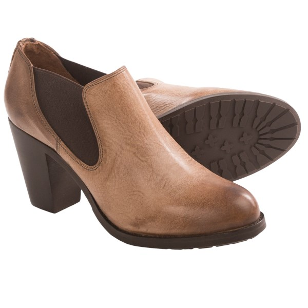 CLOSEOUTS . Crafted with a sculpted, sophisticated silhouette, Ariat's Geneva ankle boots show off gorgeous weave detailing at the heel and are made for a comfortable fit with stretchy side gores and a super-plush footbed. Available Colors: MISTY GREY, BLACK WALNUT. Sizes: 6.5, 7, 7.5, 8, 8.5, 9, 9.5, 10, 11.