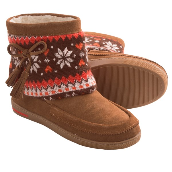 CLOSEOUTS . With a suede upper, bow-accented sweater-knit shaft and plush faux-fur lining, Grizzleez by Zigi Coleman Decorative moccasins may be cool looking, but theyand#39;re incredibly comfortable, too. Available Colors: CHESTNUT. Sizes: 6, 6.5, 7, 7.5, 8, 8.5, 9, 9.5, 10.