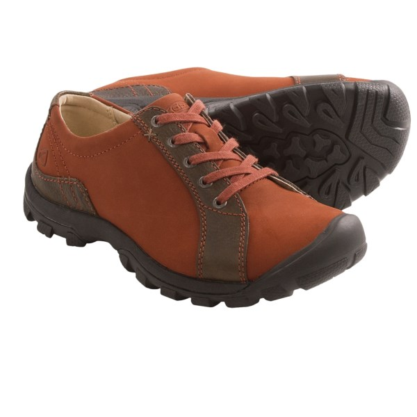 CLOSEOUTS . Keen Sisters Lace shoes offer a supportive, outdoorsy design complete with a protective, lugged rubber outsole for steep ascents and descents, and a good-looking upper for more casual ventures. Available Colors: BURNT HENNA. Sizes: 5, 5.5, 6, 6.5, 7, 7.5, 8, 8.5, 9, 11.