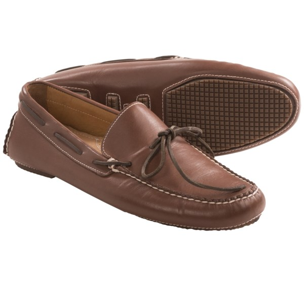 CLOSEOUTS . Sebago Saunter Tie shoes are a low-profile lace-up with moccasin construction. A leather lining and rubber pods on the outsole offer comfort for the open road and after-work encounters. Available Colors: DARK BROWN. Sizes: 7, 7.5, 8, 8.5, 9, 9.5, 10, 10.5, 11, 11.5, 12, 13.