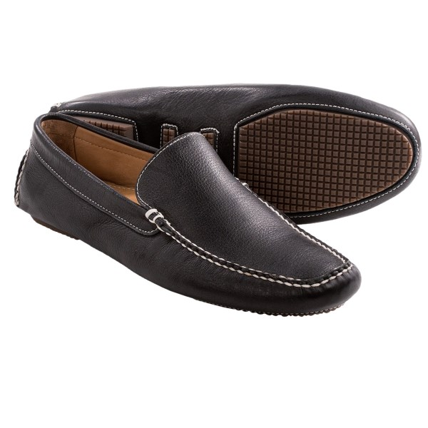 CLOSEOUTS . Sebago Saunter shoes are a low-profile driver with moccasin construction. A leather lining and rubber pods on the outsole offer comfort for when the open road beckons. Available Colors: BLACK. Sizes: 7, 7.5, 8, 8.5, 9, 9.5, 10, 10.5, 11, 11.5, 12, 13.