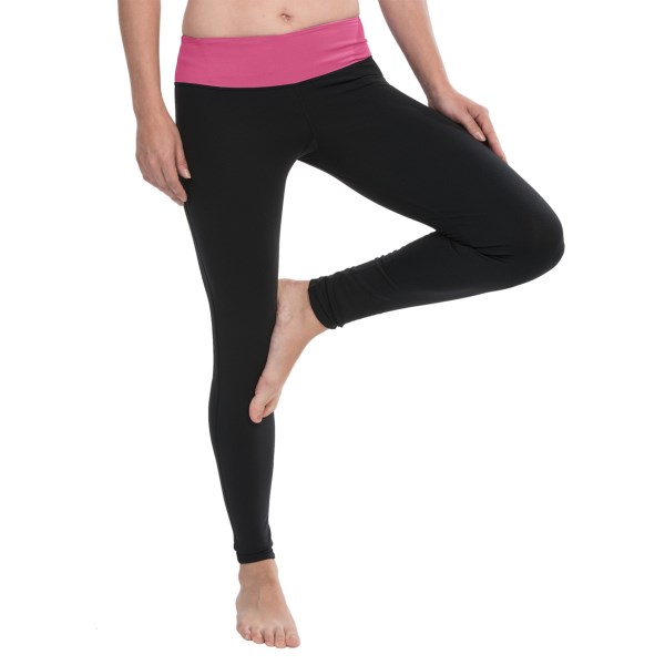 CLOSEOUTS . Show off those long lovely legs at the gym or yoga studio in Cozy Orangeand#39;s Leo yoga leggings -- made from butter-soft Supplexand#174; nylon with moisture-wicking properties and plenty of stretch for compression and support. Available Colors: RAVEN BLACK/DUSKY VIOLET, RAVEN BLACK/PARADISE PINK. Sizes: XS, S, M, L, XL, 2XL.