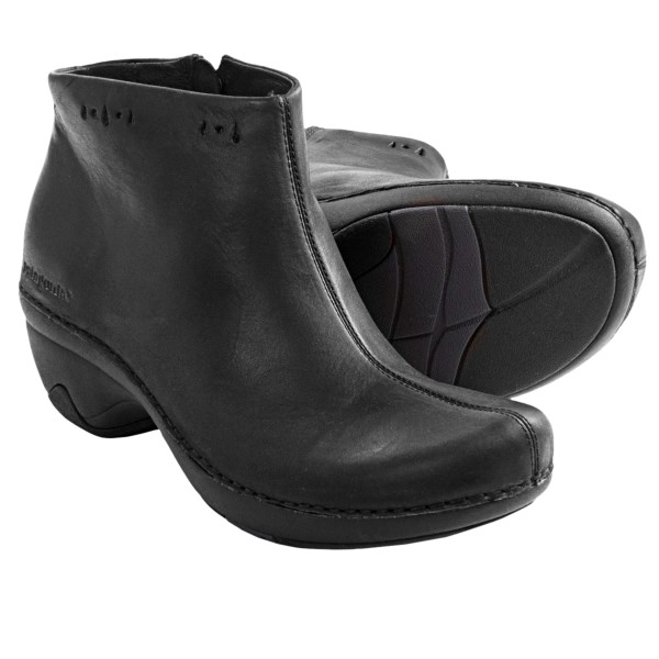 CLOSEOUTS . A casual hybrid, Patagonia Better clog boots live up to their name with a full-grain leather upper that fuses ankle boot sophistication with casual clog flair. Available Colors: BLACK. Sizes: 5, 5.5, 6, 6.5, 7, 7.5, 8, 8.5, 9, 9.5, 10, 10.5, 11.