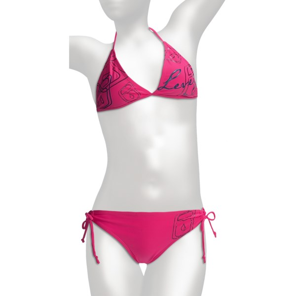CLOSEOUTS . You can never go wrong with a classic, right? Level Sixand#39; Brooklyn string bikini amps it up a notch with built-in UPF 50  and flat-stitched seams that wonand#39;t irritate or chafe skin. Available Colors: ACUTE WAVE, COASTLINE BLUE, PACIFIC BLUE, RAZZBERRY PLAID, RAZZBERRY. Sizes: XS, S, M, L, XL.