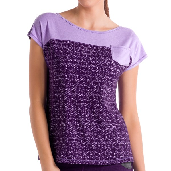 CLOSEOUTS . Go from the gym to running errands easily when you sport Loleand#39;s Satha T-shirt. Made of lightweight, supersoft, blended organic cotton, this shirt is moisture wicking and quick drying, and the scoop neck and crossover detail in the back make for an awesome casual look. Available Colors: PINK LUSH GEM, BLACK, ORTENSIA GEM, VANILLA GEM. Sizes: XS, S, M, L, XL.