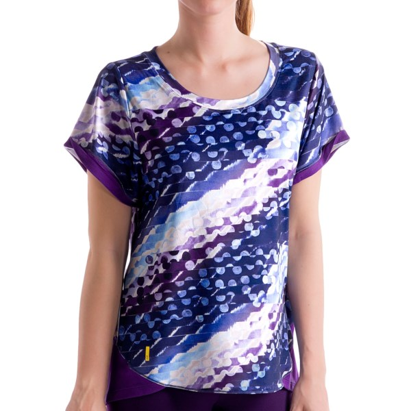 CLOSEOUTS . Fashionable and technical -- Loleand#39;s Amorigue T-shirt is the perfect combination of style and performance. Made of quick-drying, moisture-wicking fabric, with added stretch for freedom of movement. Plus, the pleated back and scoop neck add a fun and stylish touch. Available Colors: PERSIAN BLUE POLKA DOT, BLACK, BLACK POLKA DOT, CALIENTE, RED SEA POLKA DOT. Sizes: XS, S, M, L, XL.