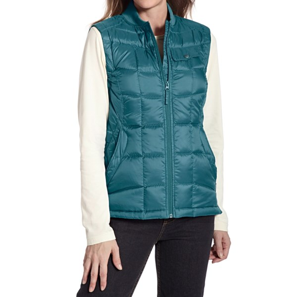 CLOSEOUTS . A terrific price on superlative 800 fill power goose down, slimmed down into a shapely winter layer, Woolrichand#39;s Abington vest is your ticket to instant warmth and light water resistance. Stuff it into its own pocket and keep in your pack or carry-on for unexpected onslaughts of weather. Available Colors: ATLANTIC, BLACKBERRY, BLACK. Sizes: XS, S, M, L, XL, 2XL, 3XL, 4XL.