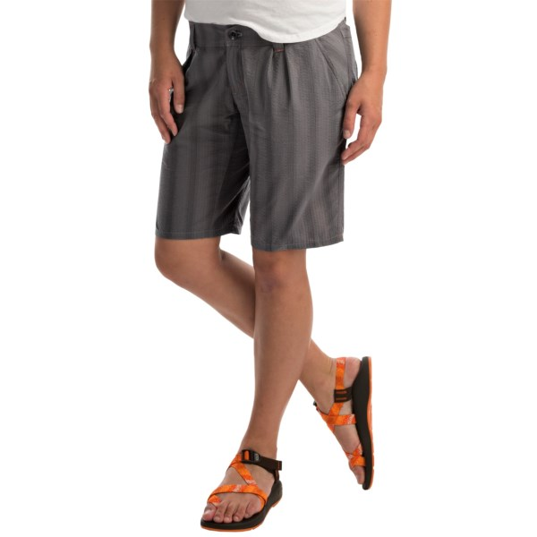 CLOSEOUTS . Youand#39;re a mover and a shaker, which means you need motion-friendly gear that understands -- and Arcand#39;teryx Kalama shorts do. Made of lightweight, wrinkle-resistant, quick-drying fabric, these shorts feel awesome on and travel well, and the full-inseam gusset allows for maximized mobility so you are always able to sprint toward your connecting flight. Available Colors: SUMMER GREY. Sizes: 10, 12, 14, 2, 4, 6, 8.