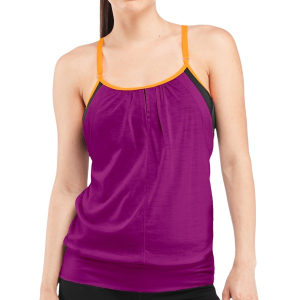 Discontinued . With a relaxed fit and a built-in bra, Icebreakerand#39;s Spirit tank top is made of joy-inducing merino wool that pampers your skin and your soul. Available Colors: STAR/PANTHER/NEO, VIVID/PANTHER/NEO, AMBROSIA. Sizes: XS, S, M, L, XL.