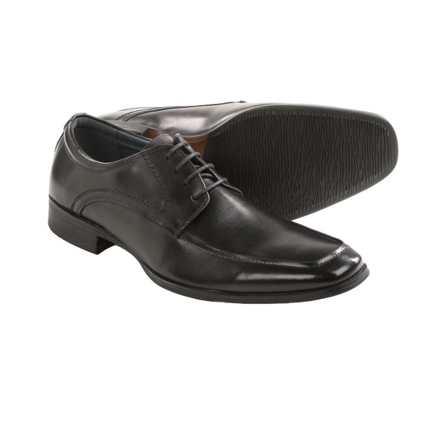 CLOSEOUTS . Refined with their sleek, polished leather upper and finished moc-style toe, Steve Maddenand#39;s Syrcus oxford shoes are the timelessly sophisticated favorites of businessmen everywhere. Available Colors: BLACK. Sizes: 7, 9.5, 10, 10.5, 11, 12, 13.