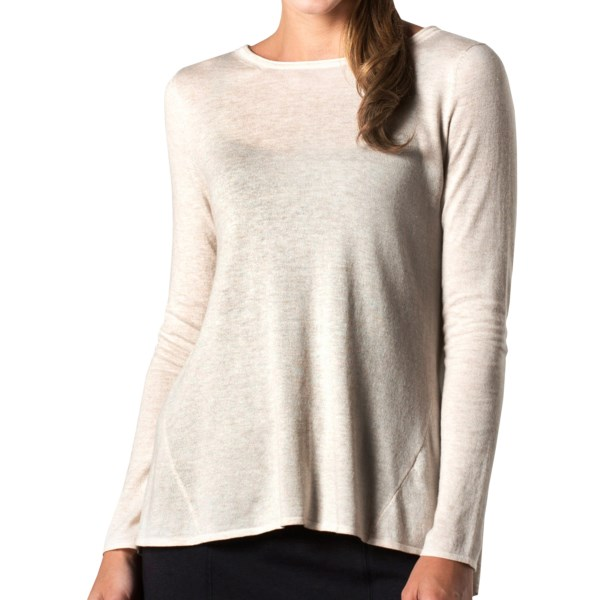 CLOSEOUTS . Horny Toadand#39;s Crossback sweater shows off your sassy side with a bold asymmetric-crossover back that makes for a daring statement. And, thanks to high-performance merino wool blended with durable TENCELand#174; and soft cotton, this sweater also has a luxurious next-to-skin feel. Available Colors: EGRET, MOROCCAN BLUE, DARK PLUM. Sizes: XS, S, M, L, XL, 2XL.