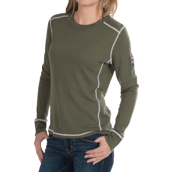 CLOSEOUTS . When it comes to creating a flattering, comfortable look, Obermeyerand#39;s Fiona sweater couldand#39;ve written the book! Snuggle into the soft, lightweight merino wool blend, accented by curved shaping seams and a colorfully embroidered patch on one sleeve. Available Colors: SILVER, STONE GREEN. Sizes: S, M, L, XS.