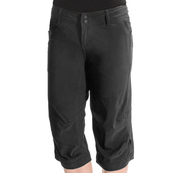 CLOSEOUTS . An ideal choice for touring and urban riding, Sugoi Greta cycling capris offer practical bicycle performance and casual street wear style. The removable liner has an RC Pro chamois that offers excellent cushioning and an articulated fit. Available Colors: BLACK, CONCRETE, VICUNA. Sizes: S, M, L.