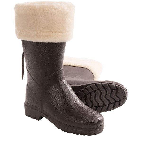 2NDS . The streets may be wet, slushy and sloppy, but your feet are dry, warm and toasty   in these Le Chameau Clan Artica boots! Flexible, fully waterproof rubber is lined with the same plush faux fur you see around the collar, plus fully insulated to further keep cold at bay. Available Colors: BROWN. Sizes: 5.5, 6, 7, 7.5, 8, 9, 10.