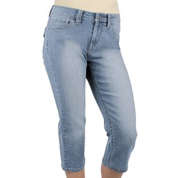 Ethyl Bleached Denim Capris (For Women) in Bleached Denim