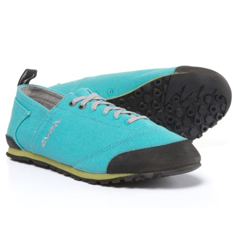 Evolv Cruzer Shoes (For Men and Women) in Turquoise