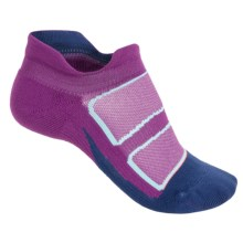 Feetures Discontinued Elite No-Show Socks - Below the Ankle (For Women) in Ultraviolet/Coral - Closeouts