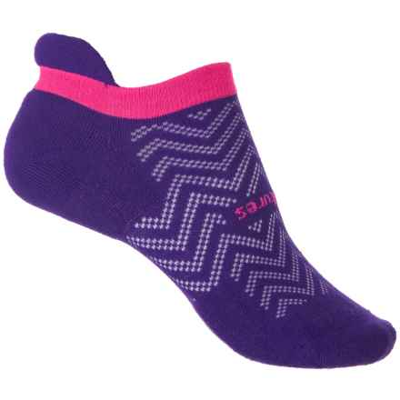 Feetures HP Cushion No-Show Tab Socks – Below the Ankle (For Women) in Chevron Iris - Closeouts