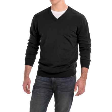 Forte Cashmere Classic V-Neck Sweater - Cashmere (For Men) in Black - Closeouts