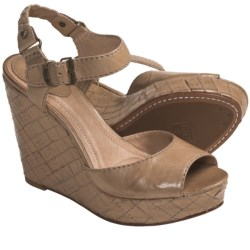 Frye Corrina Idaho Leather Sandals - Quilt-Woven Heel (For Women) in Taupe