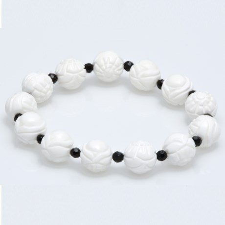 Gemstar Carved Agate Bracelet in White Mop/Black Onyx