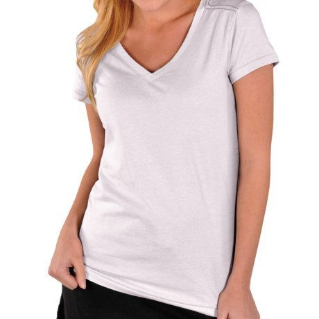 Gramicci Marea T-Shirt - V-Neck, Short Sleeve (For Women) in Daisy