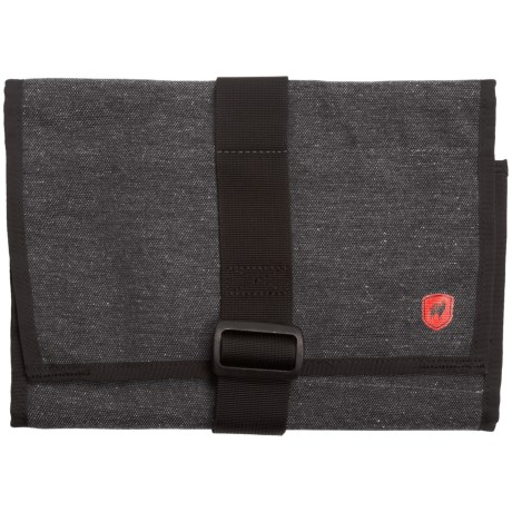 Grand Trunk Getaway Toiletry Bag - Medium in Midnight