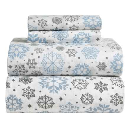 Great Bay Home Stratton Printed Flannel Sheet Set - Queen in Snowflakes - Closeouts