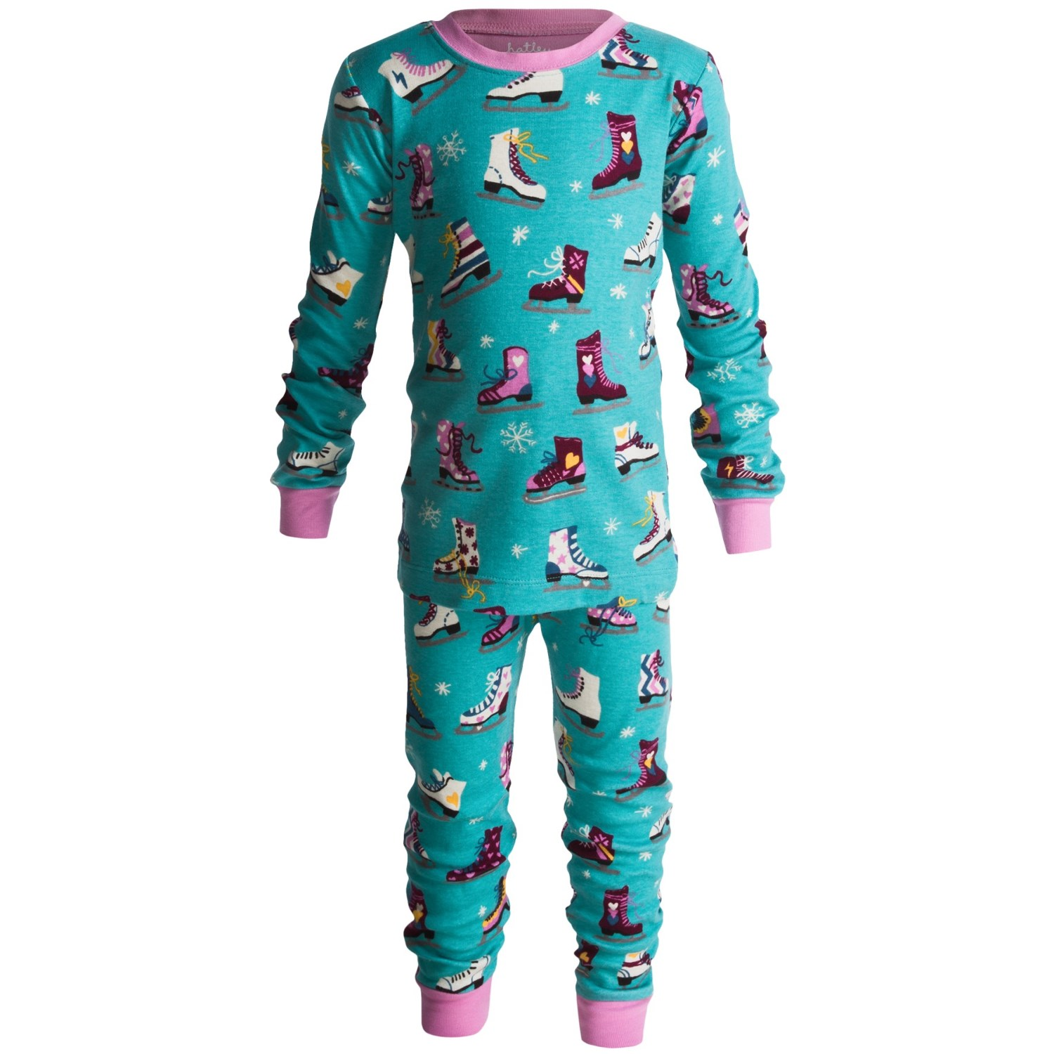 Cotton pajamas are available with long sleeves or short sleeves and long pants or shorts. Designs include characters and patterns that boys and girls are sure to love. Babies and toddlers wiggle frequently beneath the blankets, which is why one-piece pajama sets are ideal for wiggly babies.