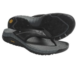 Hi-Tec Sierra Canyon Thong Sandals - Leather (For Men) in Black/Dark Grey