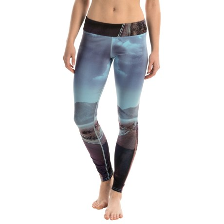 Hot Chillys MTF4000 Fiesta Printed Leggings (For Women) in Route