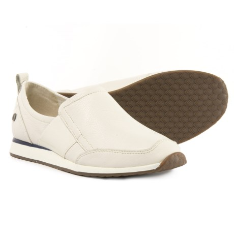 Hush Puppies Christen Dayo Shoes - Leather, Slip-Ons (For Women) in Ivory Leather