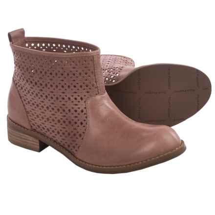 Women S Boots Average Savings Of 51 At Sierra Trading