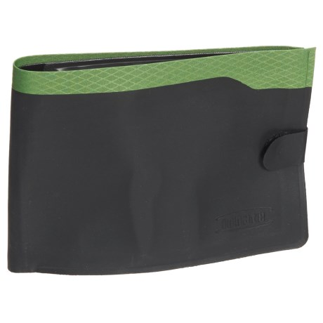 Innate Portal RFID-Blocking Passport Wallet in Green