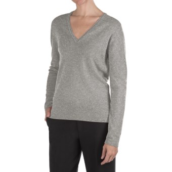 Johnstons of Elgin Classic Cashmere V-Neck Sweater - 21-Gauge (For Women) in Brume