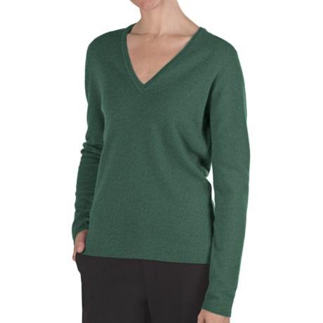 Johnstons of Elgin Classic Cashmere V-Neck Sweater - 21-Gauge (For Women) in Emerald