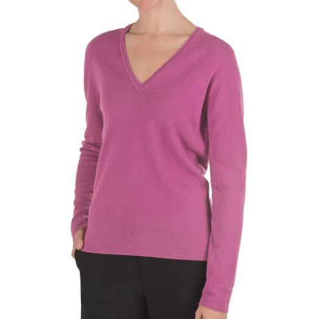 Johnstons of Elgin Classic Cashmere V-Neck Sweater - 21-Gauge (For Women) in Petal