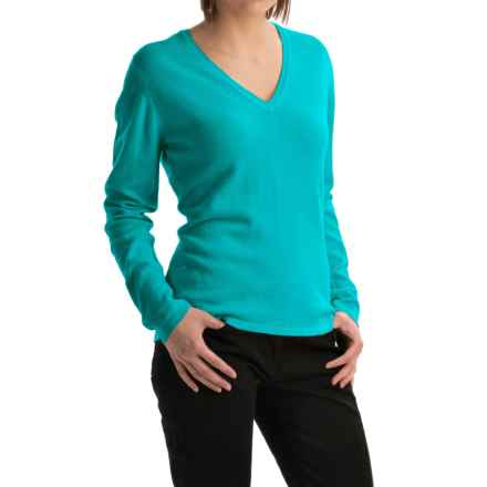 Johnstons of Elgin Classic Cashmere V-Neck Sweater (For Women) in Parrot - Closeouts